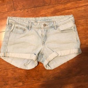 H&M light wash jean shorts